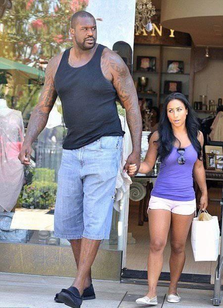 Рост Шакила О'Нила, американского баскетболиста - 216 сантиметров
